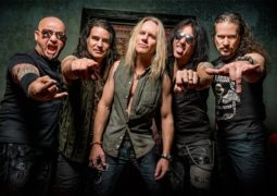 Warrant: ouça a primeira música do novo álbum 'Louder, Harder, Faster'