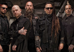 Five Finger Death Punch: vocalista anuncia saída da banda
