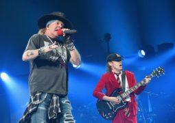 Guns N' Roses e Angus Young em show na Alemanha