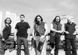 """Outlanders: Banda divulga enquete sobre o novo álbum """"From Chaos To Extinction"""""""