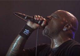 """Sepultura: veja a performance ao vivo da faixa """"Kairos"""", do documentário """"Sepultura Endurance"""""""