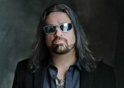 Adrenaline Mob: Russell Allen se pronuncia sobre o acidente