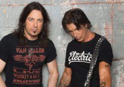 Sweet & Lynch: Ouça a nova música 'Bridge Of Broken Lies'