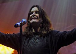 "Black Sabbath: assista ""Paranoid"" do Blu-Ray/DVD ""The End"""