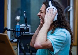 Karyttah: música inédita estará presente em duas coletâneas