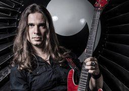 Kiko Loureiro: três momentos épicos em que o músico trocou a guitarra pelo violão