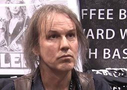 """Dio: ex-guitarrista Rowan Robertson diz que holograma """"mantém a memória dele viva"""""""
