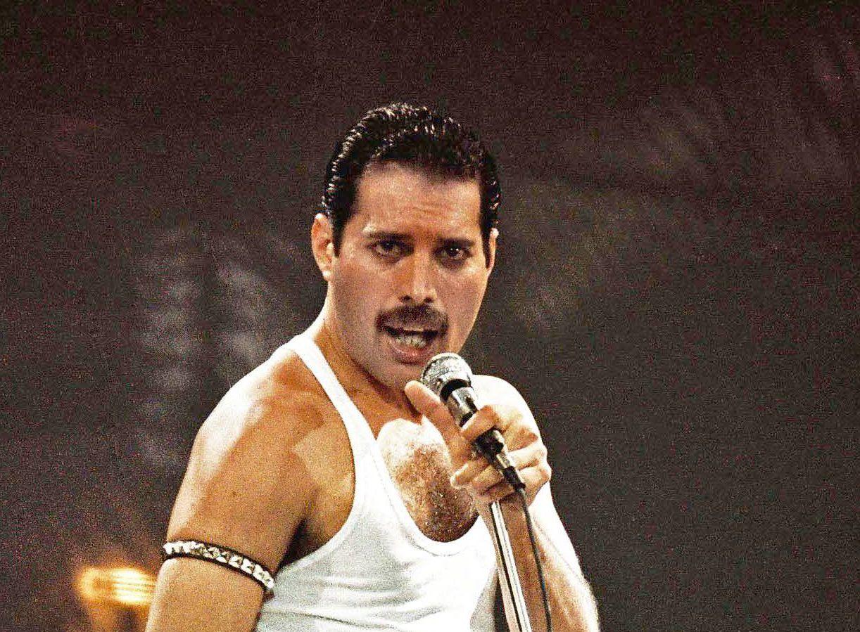"""Queen: 5 diferenças entre o que é contado no filme """"Bohemian Rhapsody"""" e o que aconteceu de fato, na vida de Freddie Mercury - Roadie Metal"""